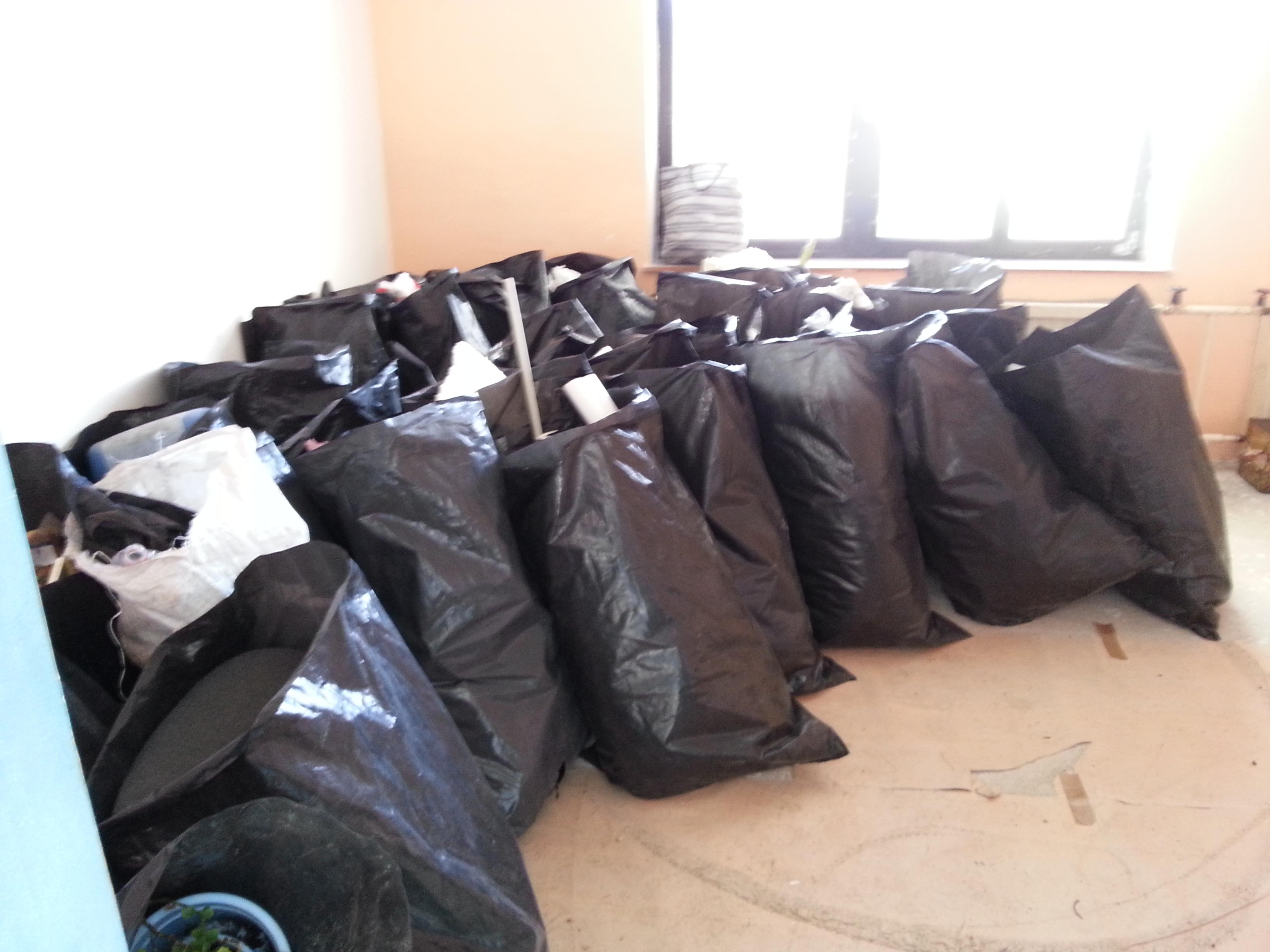 Vyklízení a napytlování odpadu